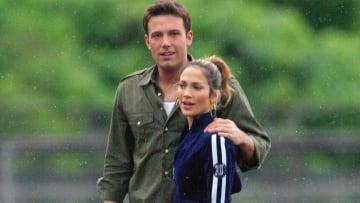 López y Affleck caminando en Vancouver años atrás cuando eran pareja