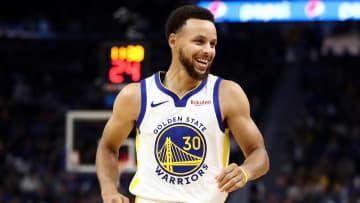 Curry acordó una nueva renovación con los Warriors