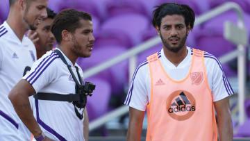 Jonathan Dos Santos y Carlos Vela concentrado con el equipo de la MLS All Stars