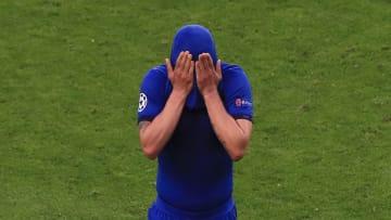 Völlig niedergeschlagen verlässt Thiago Silva den Platz. Nur eine Stunde erfüllte sich sein Traum vom Champions-League-Triumph.