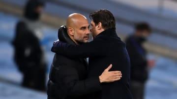 Pep Guardiola et Mauricio Pochettino se glissent quelques mots après l'élimination du PSG en demi-finale de la Ligue des Champions ce mercredi.