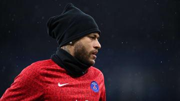Sem Kylian Mbappé, Neymar tentou carregar o PSG sozinho na Champions League e falhou. Brasileiro tem contrato até o final da próxima temporada.