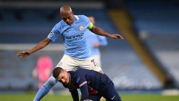 Manchester City venceu o PSG e está na final da Champions League. Fernandinho, capitão do clube inglês, teve atuação classificada como 'heroica'.