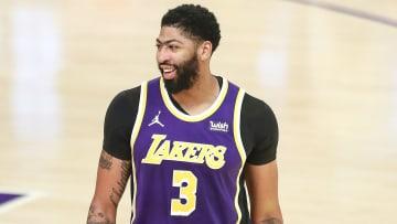 Davis firmó por cinco temporadas con los Lakers