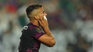 El futbolista Jonathan Dos Santos en un partido de México.