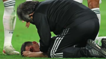 Hirving Lozano recibió un duro golpe en el duelo entre México y Trinidad y Tobago y se convirtió en baja para el resto de la Copa Oro.