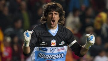 Morelia's goalkeeper Federico Vilar cele