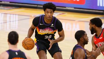 Damian Jones comenzó la temporada 2020-21 con los Suns