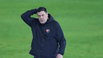 "Newell's Old Boys v Union - Copa de la Liga Profesional 2021 - ""Mono"" Burgos no seguirá en Newell's."