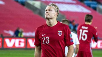 Haaland, Lewandowski e outras feras: veja 6 astros do futebol que dificilmente vão conquistar algum título com suas seleções.