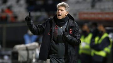 Sem espaço com Renato Gaúcho, Max troca o Flamengo pelo Cuiabá. Meia foi cedido ao Dourado até o final do ano.