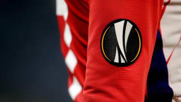UEFA Avrupa Ligi logosu, takımların formalarının kol kısmında yer alıyor.