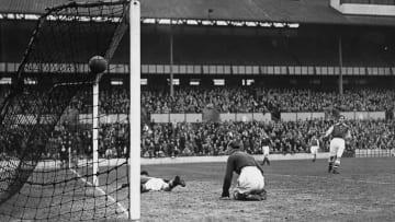 Bir futbolcu için en şanssız anlardan biri, kendi kalesine gol atmaktır.