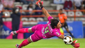 Toño Rodríguez fue el mejor hombre de Chivas ante Pachuca y evitó que la goleada fuera más amplia.