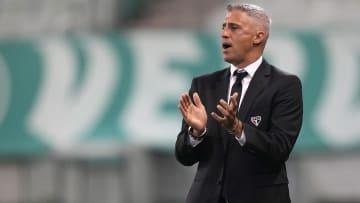 Treinador argentino foi questionado sobre as ausências de Éder e Benítez