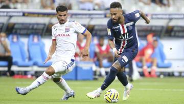 Neymar diz que queria ser canhoto por inspiração em craque revelado pelo Vasco.