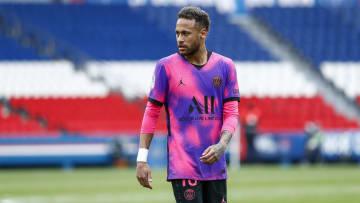 Neymar et ses partenaires sont à la lutte pour le titre en championnat.