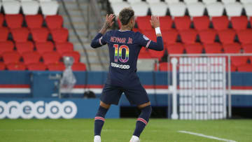Neymar homenageia Gil do Vigor em jogo do PSG.
