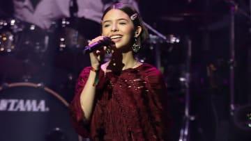 Ángela Aguilar deslumbró con su interpretación del Himno Nacional de México