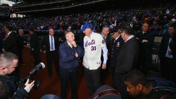 Bill de Blasio wearing a Mike Piazza jersey.