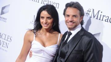Eugenio Derbez junto a una de sus hijas, Aislinn Derbez