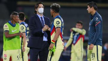 Santiago Solari y Roger Martinez en partido del América