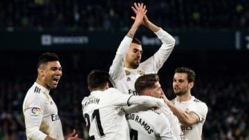 Ceballos comemora com companheiros no Real Madrid