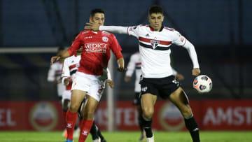 Vitor Bueno não fez uma boa partida contra o Rentistas