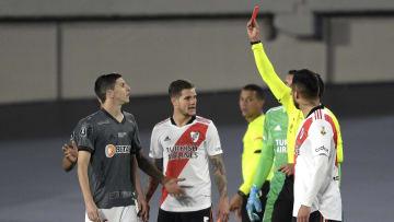 Argentino foi expulso após dividida com Angileri