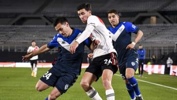 River Plate v Velez Sarsfield - Torneo Liga Profesional 2021 - Vélez y River, arriba en la tabla anual.