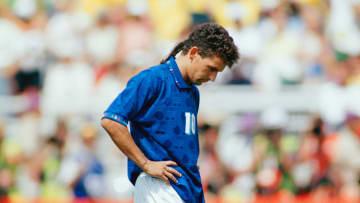 Roberto Baggio nell'Episodio che ha fagocitato la sua carriera, almeno nel film: l'errore sul dischetto nella finale dei mondiali USA '94