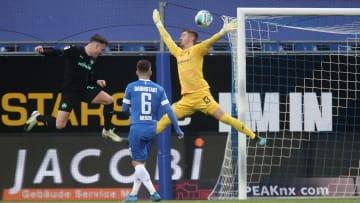 Carl Klaus im Einsatz gegen Aufsteiger Greuther Fürth