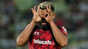 Alexis Canelo celebra un gol con Toluca.