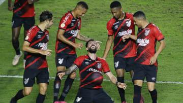 Athletico busca manter boa fase   Santos v Athletico Paranaense - Brasileirao 2021