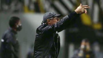 Técnico argentino ficou pouco tempo no Peixe e pediu demissão na última segunda-feira.