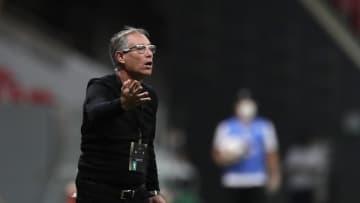 Com Ariel Holan sendo ventilado no Fortaleza, relembramos outros treinadores estrangeiros que estiveram no comando de clubes do Nordeste.