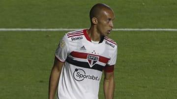 Zagueiro Miranda fica novamente à disposição