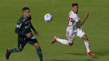 Rigoni se revoltou com marcação do árbitro Luiz Flavio de Oliveira