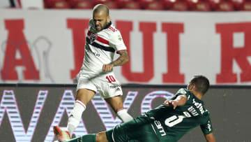 Gehört der Geschichte an: Dani Alves (oben) im São-Paulo-Dress