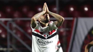 Após rescindir com o São Paulo, Daniel Alves apareceu no radar do Flamengo. Ex-lateral do clube, Rafinha não vai continuar no Grêmio. Nação reage.