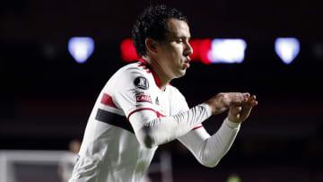"""Apesar de não viver uma grande fase no São Paulo Pablo não perdoou o Athletico-PR. Ele não é o único a """"renascer"""" em um jogo contra um ex-time."""