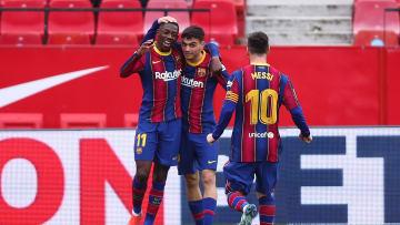 Pedri en compagnie d'Ousmane Dembélé et de Léo Messi, lors de la victoire de Barcelone à Séville (0-2)