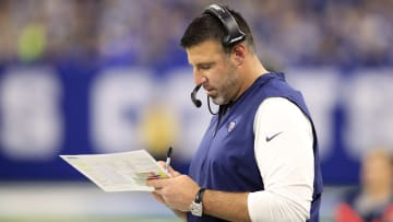 INDIANAPOLIS, INDIANA - NOVEMBER 18: Head Coach Mike Vrabel of the Tennessee Titans reviews his play chart in the game against the Indianapolis Colts in the third quarter at Lucas Oil Stadium on November 18, 2018 in Indianapolis, Indiana. (Photo by Andy Lyons/Getty Images)