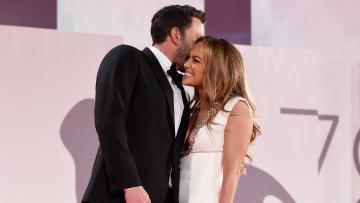 Ben Affleck y Jennifer López se dieron besos y abrazos en el Festival de Venecia