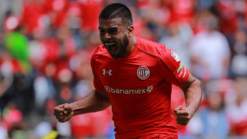 El jugador Pedro Alexis Canelo celebra un gol con Toluca.