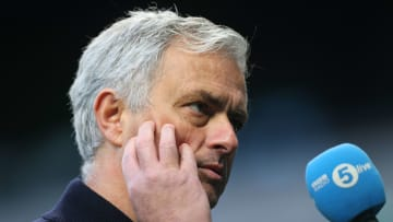 Mourinho checking his Twitter only to see Dulux mugging off Spurs