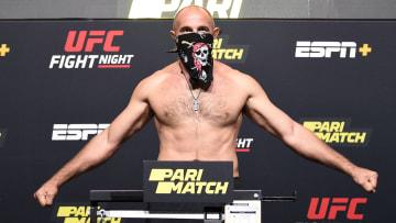 Aleksei Oleinik vs Chris Daukaus UFC Vegas 19 heavyweight bout odds, prediction, fight info, stats, stream and betting insights.