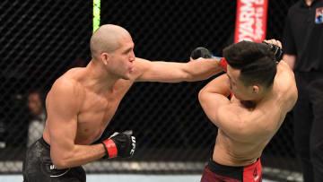 """Brian Ortega venció por decisión a """"The Korean Zombie"""" en la noche de pelea que se disputó en los Emiratos Árabes"""