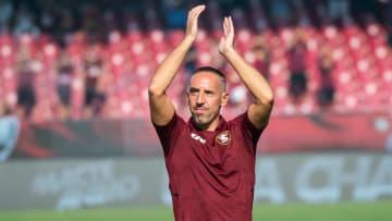 Atacante francês de 38 anos decidiu seguir no futebol italiano