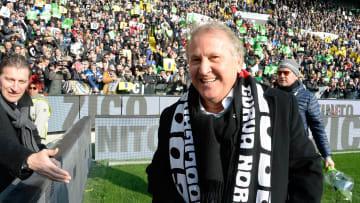 Zico é reverenciado pela torcida da Udinese